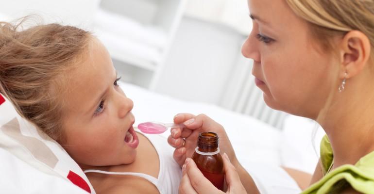 Hipolabor alerta: 5 cuidados especiais com medicamentos para crianças