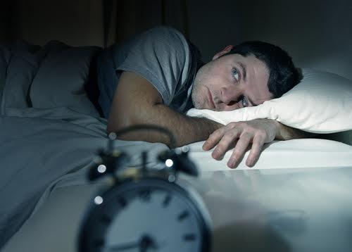 Hipolabor informa: quais os prejuízos de tomar remédios para dormir sem precisar