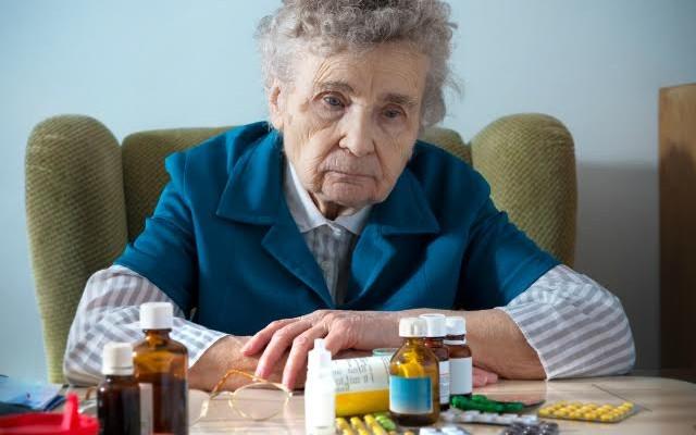Hipolabor informa: quais são os prejuízos de tomar remédios falsificados