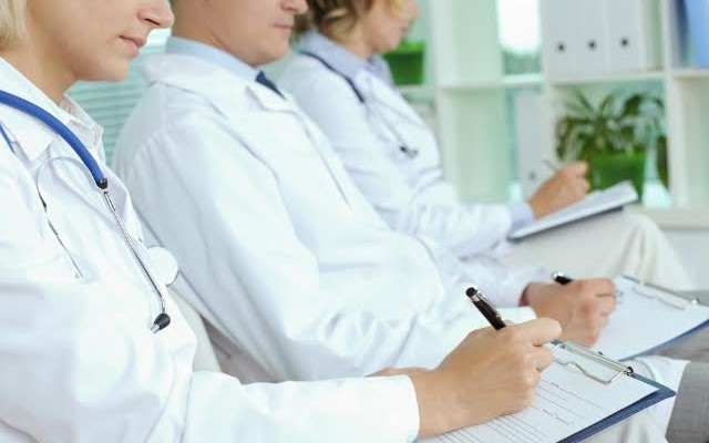 Hipolabor explica: letras dos médicos não são as únicas culpadas por erros de leitura em receitas