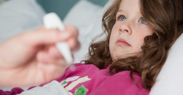 Hipolabor alerta: os riscos das compressas de álcool para baixar febres