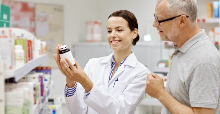 Hipolabor ensina: Como administrar os medicamentos para idosos
