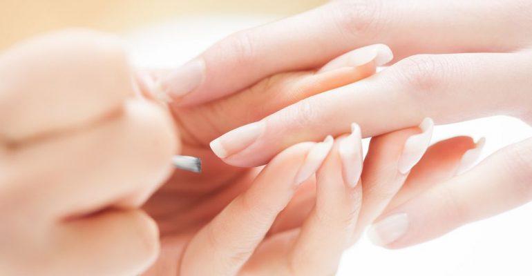 Enfraquecimento das unhas pode ser falta de vitaminas. Entenda!