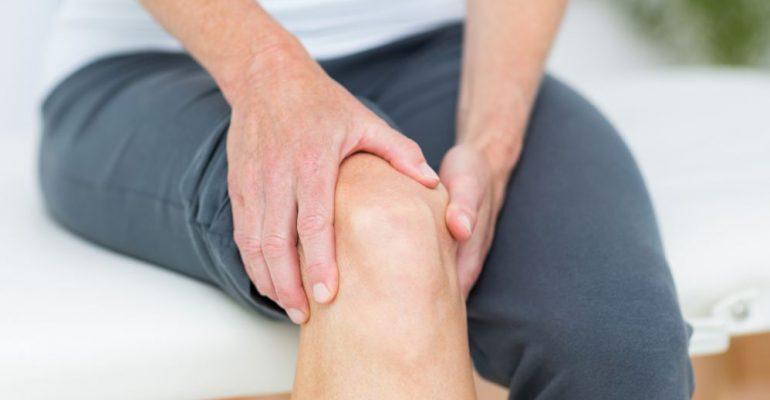 Derrame no joelho: conheça os principais sintomas e tratamentos