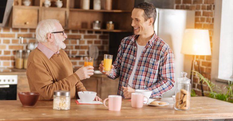 Vitaminas para idosos: saiba quais são as 7 mais importantes
