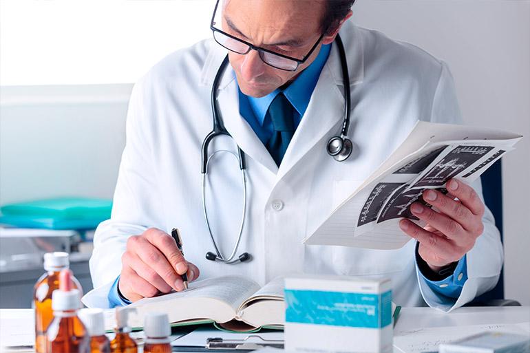 Como são as principais tarefas desempenhadas pelo farmacêutico?